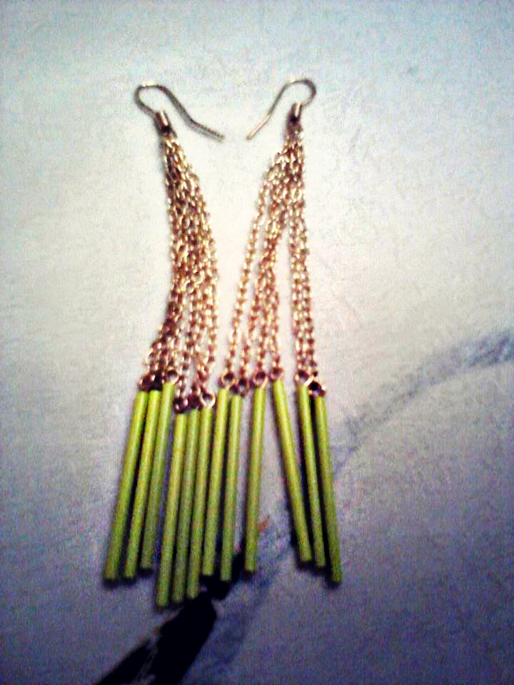 My fluo and gold earrings from H&M ;price 4,99 Euro.