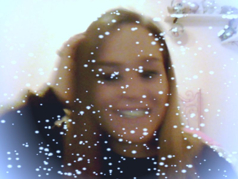 it's snowing hahahahaha xD